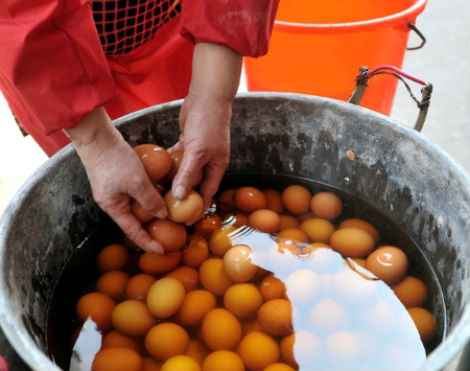 Chinese Delicacy: Boiled Eggs Soaked in Virgin Boy Urine