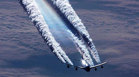 Chemtrail Plane Followed and Recorded Up Close